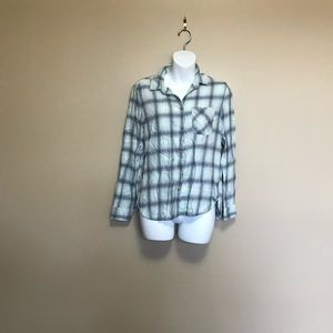 American Eagle Blue Plaid Long Sleeve Button up